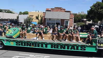 190608 LHS FOOTBALL IN RODEO PARADE