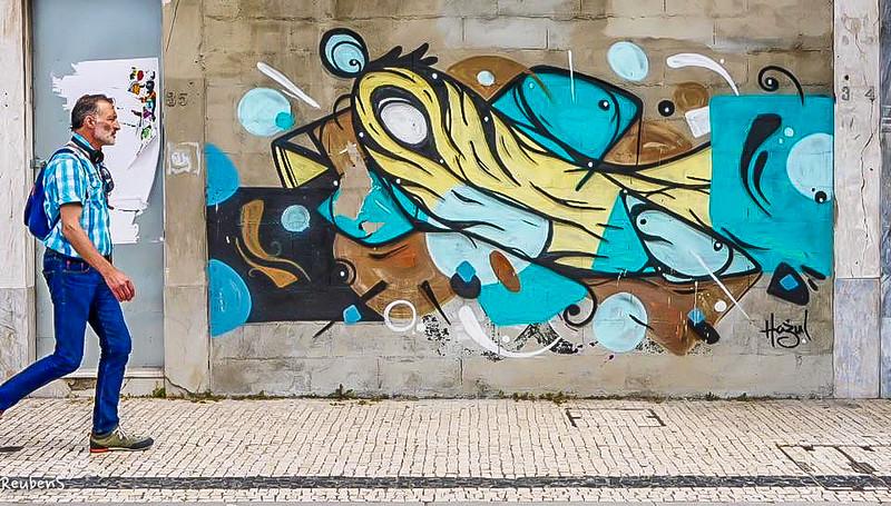 Graffitti man Porto.jpg