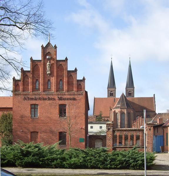 Stendal, Blick von Osten auf Altmärkisches Museum und Dom St. Nikolaus