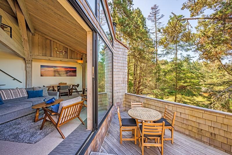 Back Deck & Living Room