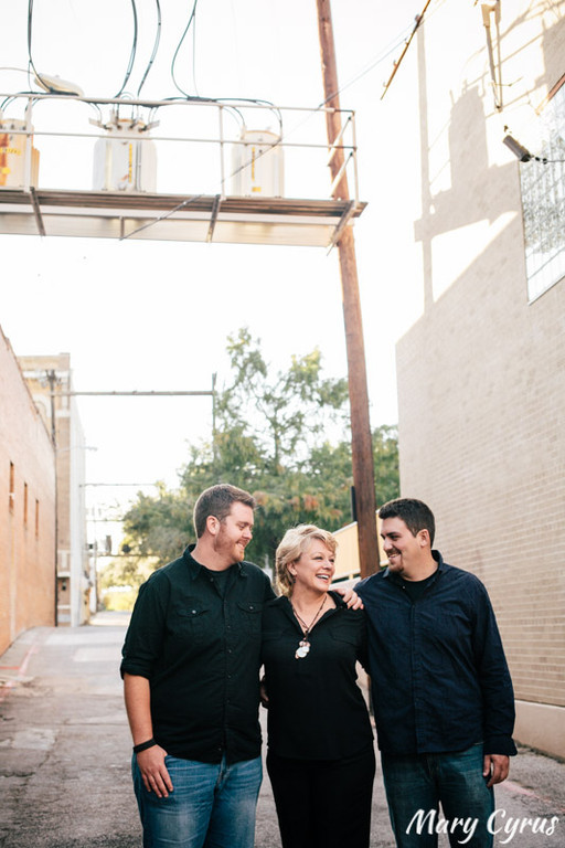 Downtown McKinney Family Portrait by Mary Cyrus | Weddings & Portraits in Dallas & Beyond
