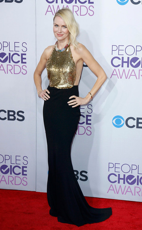 """. Australian actress Naomi Watts, of the film \""""The Impossible,\"""" poses as she arrives at the 2013 People\'s Choice Awards in Los Angeles, January 9, 2013.   REUTERS/Danny Moloshok"""