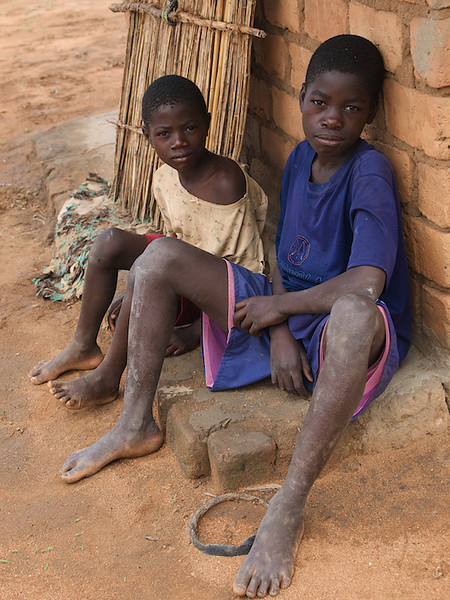 The young people who opened up their homes for us. Makumba Village, Kalomo District, Zambia. (Foto: Geir)