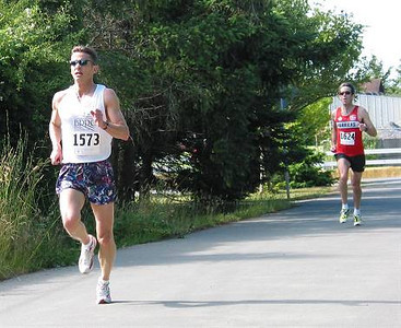 2002 Sidney Days 5K - Sandy Stewart closed this gap over the last 100m