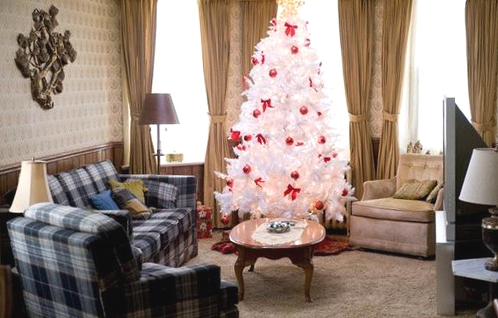 """. A flocked Christmas tree lights up Robert De Niro\'s living room in \""""Silver Linings Playbook.\"""" (JoJo Whilden © 2012 The Weinstein Company. All Rights Reserved.)"""