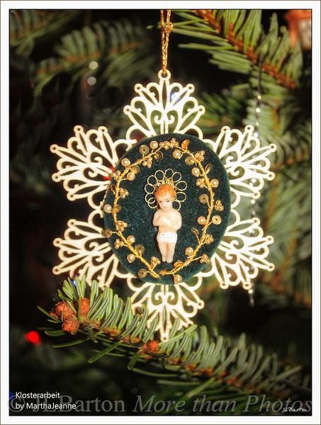 Klosterarbeit Handmade bead and wire decoration