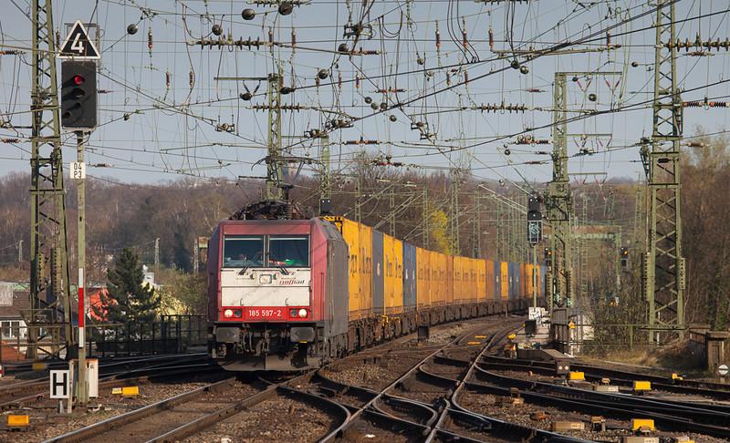 Crossrail 185 597 brings the P&O train 40170 (Segrate/I - Zeebrugge Voorhaven-West/B) through Aachen Hbf.