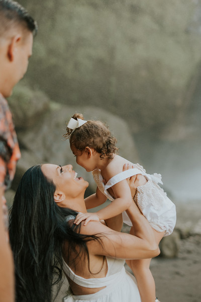VTV_family_photoshoot_with_waterfall_Bali (52).jpg