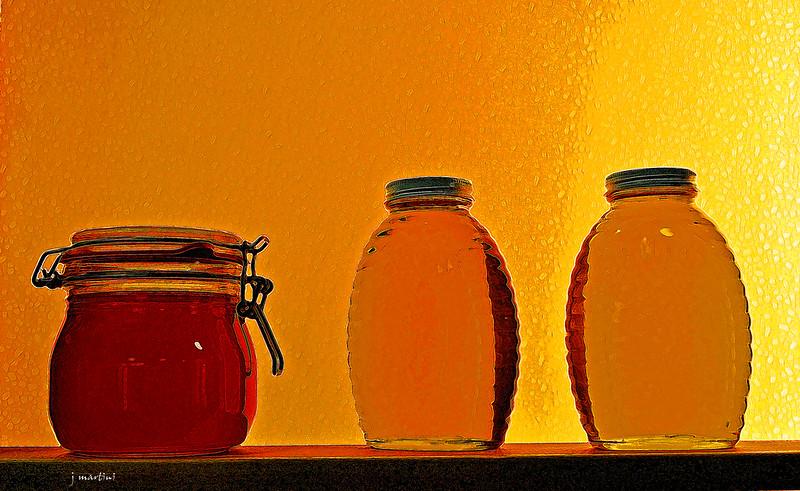 honey jars 8-11-2011.jpg