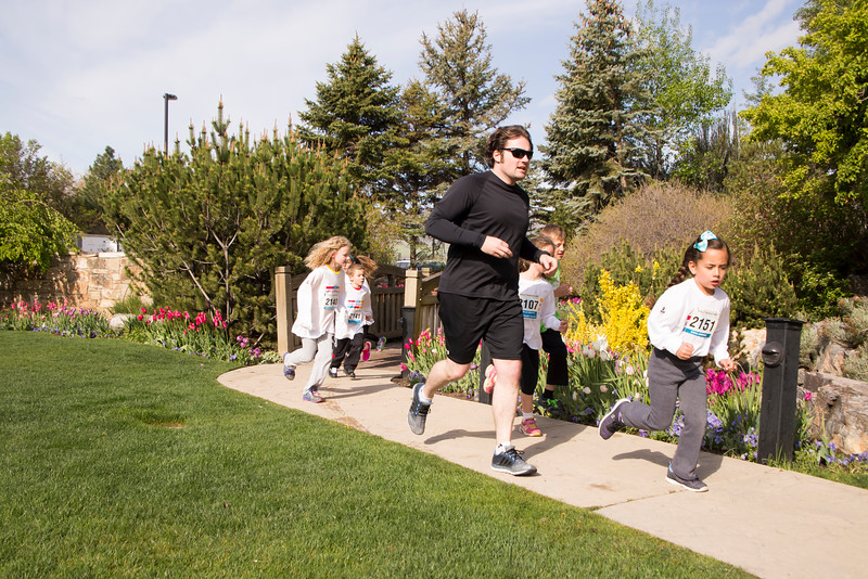 TulipFestHalfMarathon_Runners_Gardens_2015_IMG_5428.jpg