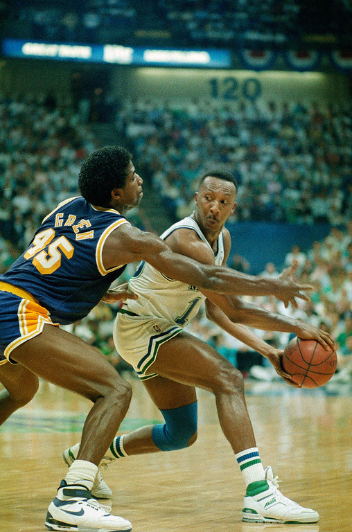 . Dallas Mavericks guard Derek Harper (12) looks for help as he keeps the ball away from Los Angeles Lakers A. C. Green (45) during game six of the Western Conference finals in Dallas Thursday night, Dallas, June 3, 1988. Dallas won 105-103. (AP Photo)