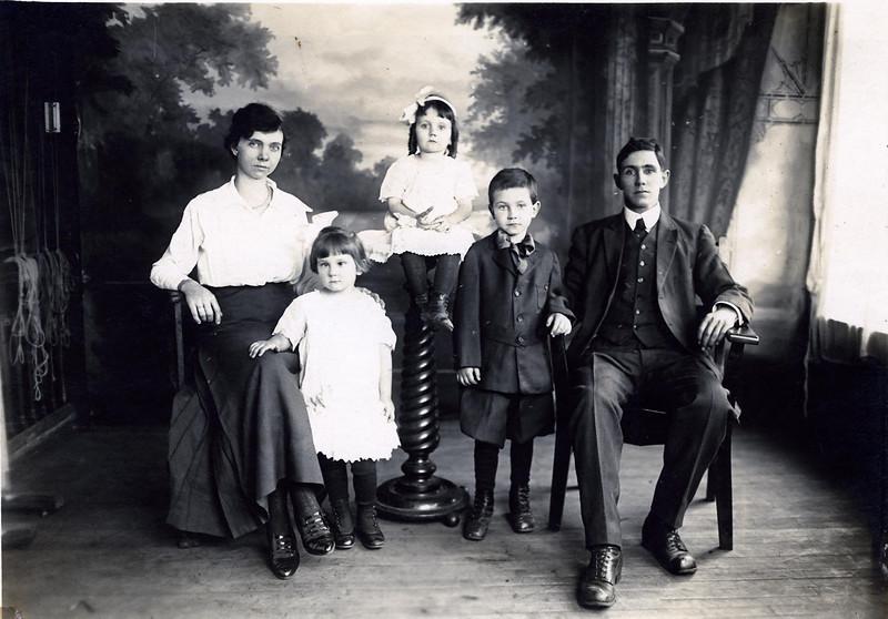 Charlie Clark family- Loretta, Charlotte, Celia Marie, Charlie Edward & Charles William