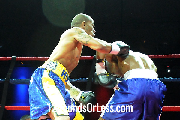 Bout 2 (Pro 1) Joey Holt, E. Liverpool, OH -vs- Alan Moore, Indianapolis, IN, Jr. Middleweight