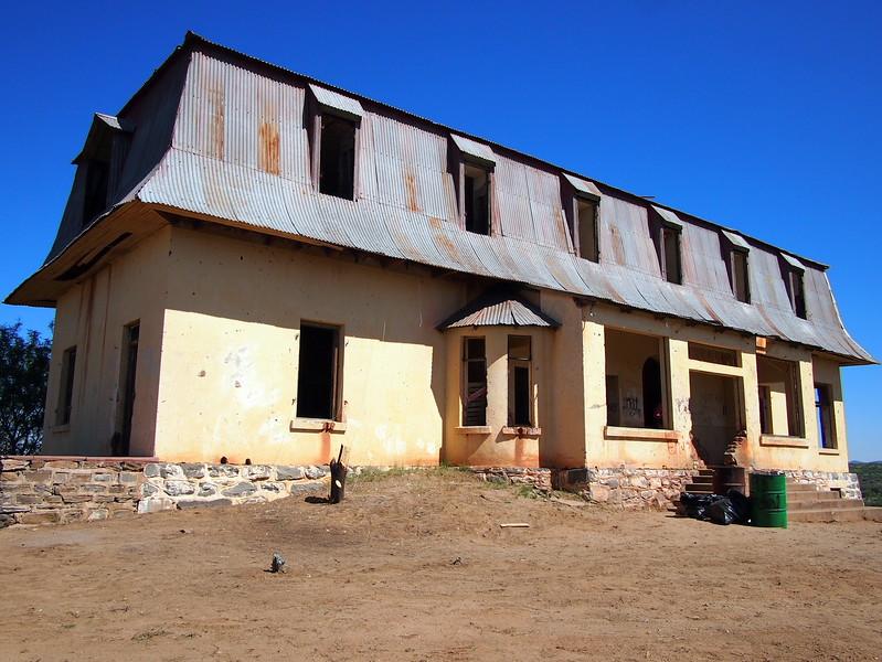 P3220152-haunted-house.JPG