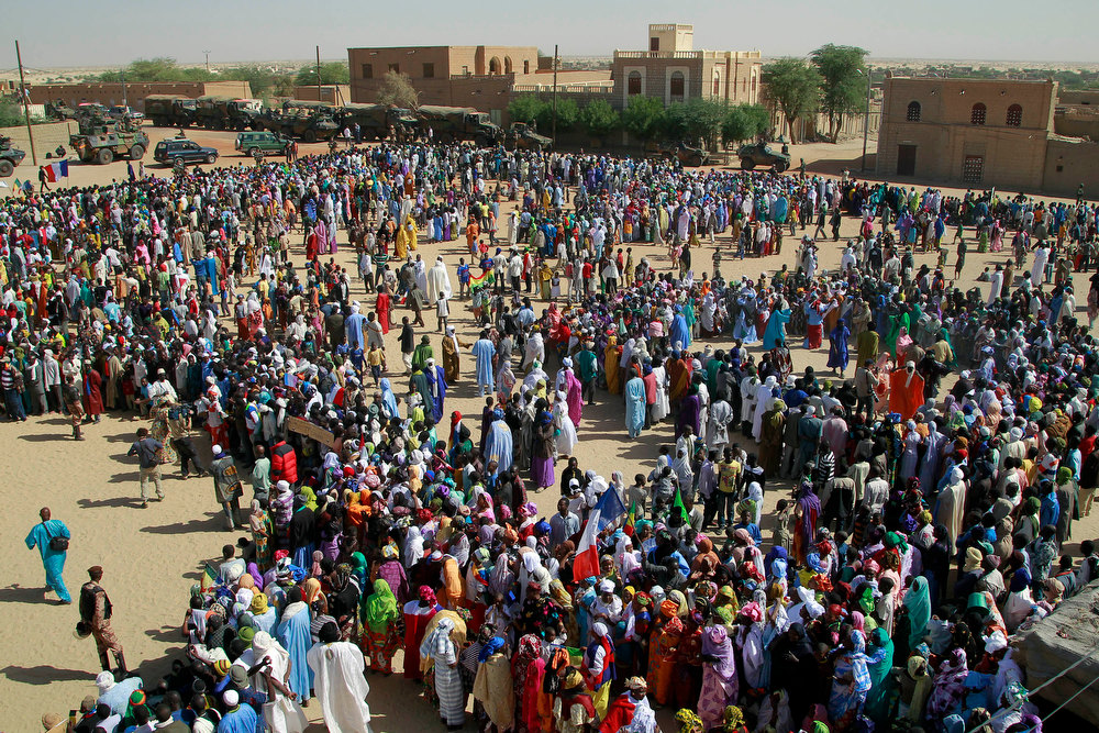 Description of . Well-wishers gather to greet French President Francois Hollande during his two-hour-long visit to Timbuktu, Mali, Saturday Feb. 2, 2013.(AP Photo/Jerome Delay)
