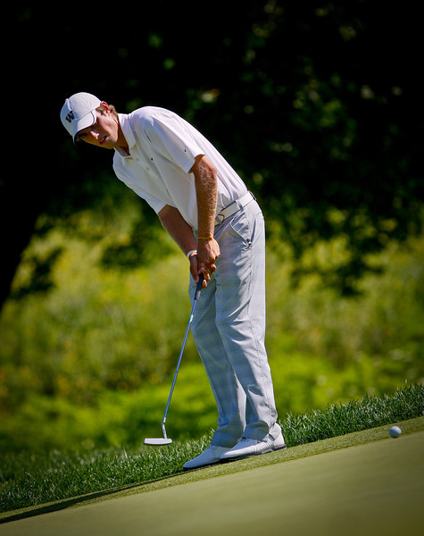 Chris Williams, 20, of Moscow, Idaho, putting during Thursday's fourth round.