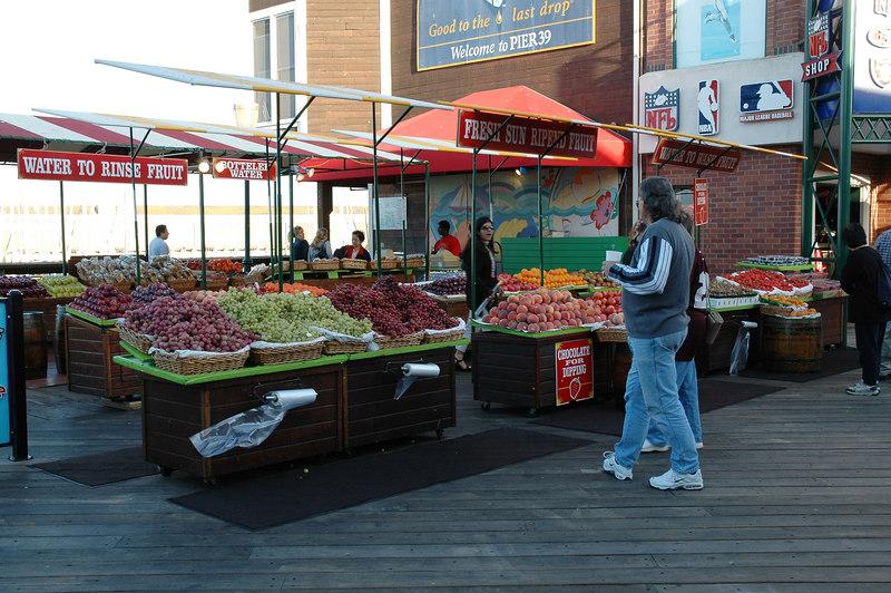 碼頭旁的水果攤