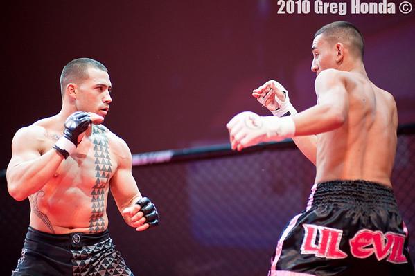 Travis Beyer vs Max Holloway