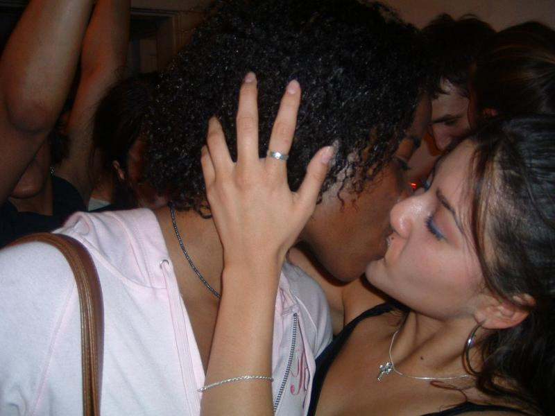 Rachel_Amy_kissing_wow.jpg