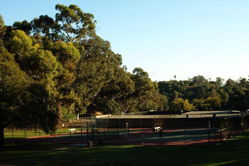 ElysianPark014-TennisCourtsInSolanoCanyon-2006-10-18.jpg