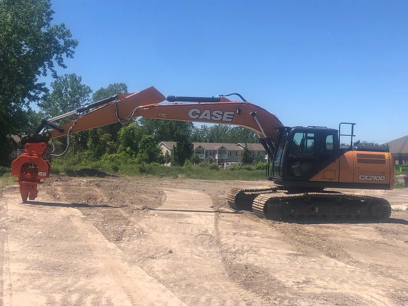 NPK C8CSD sheet pile driver on Case CX210D excavator - Monroe Tractor  06-20 (4).jpg