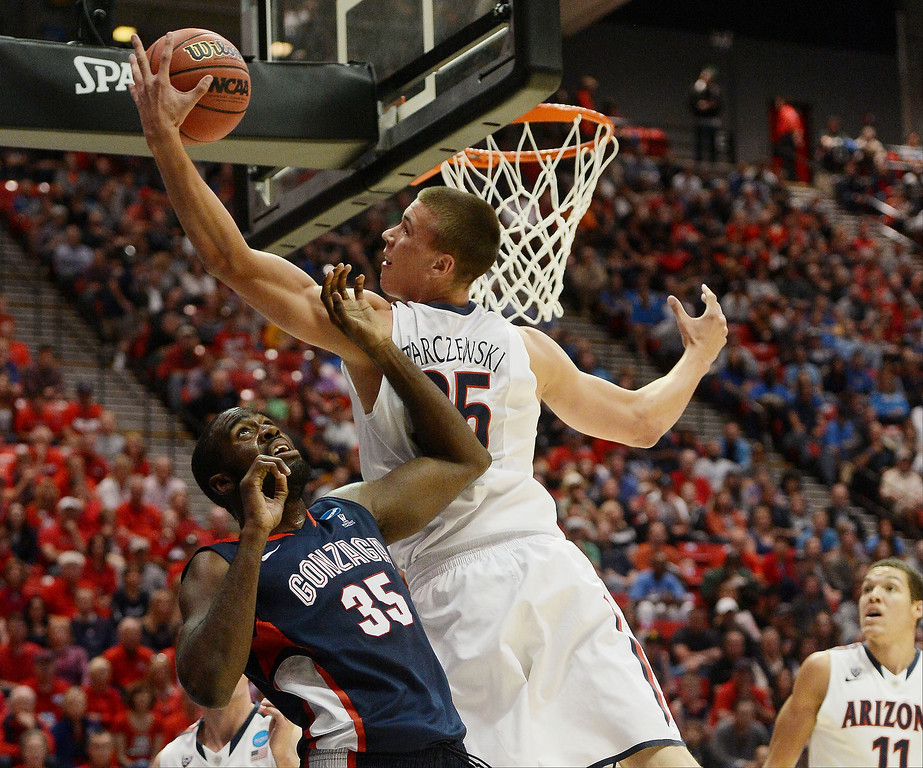. Kaleb Tarczewski #35 of the Arizona Wildcats and Sam Dower #35 of the Gonzaga Bulldogs vie for the ball in the first half during the third round of the 2014 NCAA Men\'s Basketball Tournament at Viejas Arena on March 23, 2014 in San Diego, California.  (Photo by Donald Miralle/Getty Images)