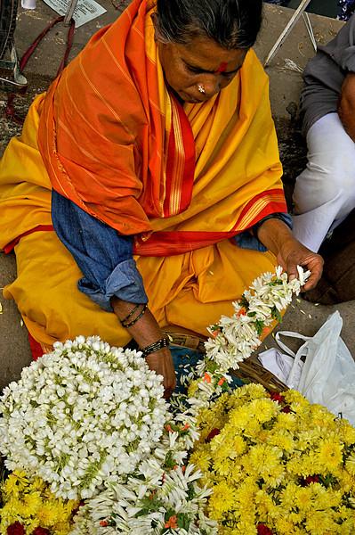 _DSC5449_woman_flowers.jpg