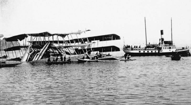 Il_Caproni_Ca.60_dopo_l'incidente,_4_marzo_1921.png