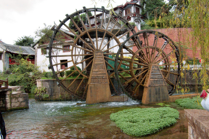 20080927_1826 Waterwheel, at the north end of the Lijiang old town.