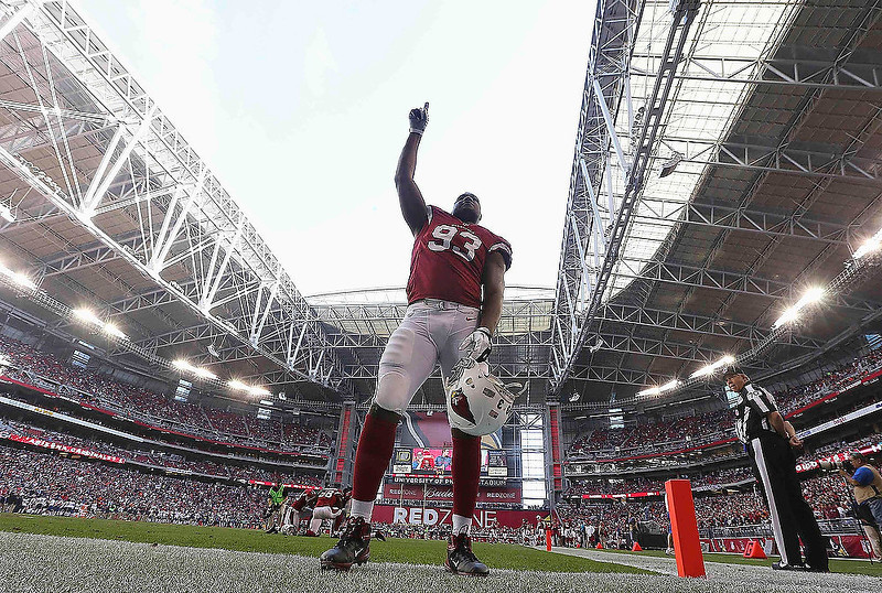 . Arizona Cardinals\' Calais Campbell acknowledges the fans during their last home game of the season, before the start of their NFL football game with the Chicago Bears in Phoenix, Arizona December 23, 2012. REUTERS/Darryl Webb