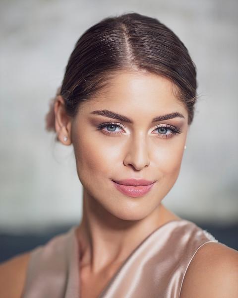 Rebeka Portrait 1080.jpg