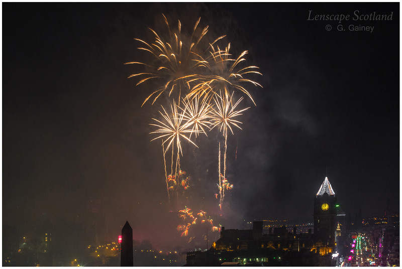 Fireworks over Edinburgh Castle from Calton Hill (5)