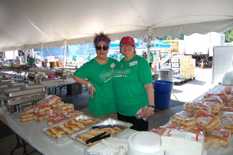 Sun-Wellesley-Volunteers-Food2-CK0101.jpg