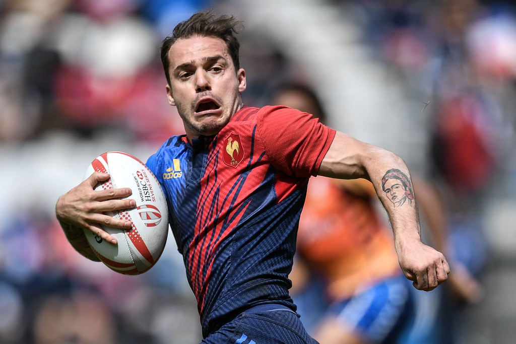 . France\'s Terry Bouhraoua runs with the ball during a HSBC Paris Sevens Series rugby match between Argentina and France at the Stade Jean Bouin in Paris on May 14, 2016. / AFP PHOTO / PHILIPPE LOPEZ/AFP/Getty Images