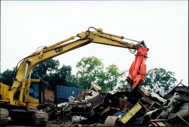 NPK M38K demolition shear on Cat excavator-C&D recycling (3).JPG