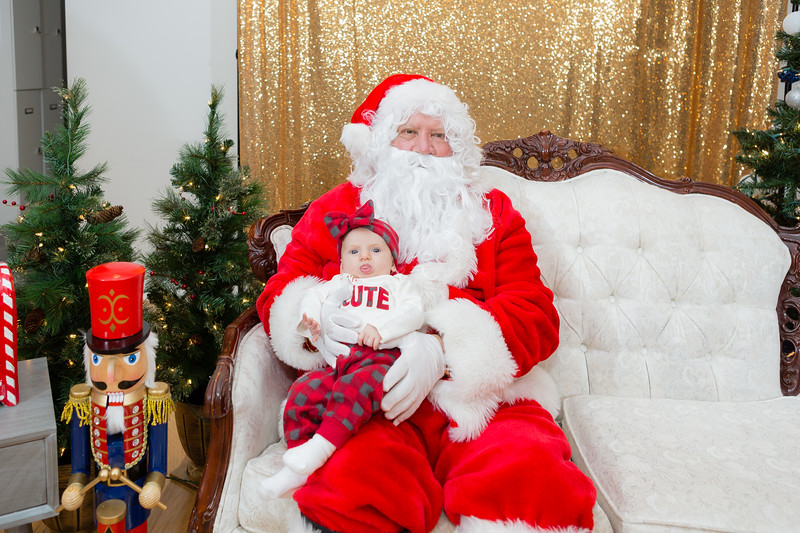 FADS Picture with Santa-314.jpg