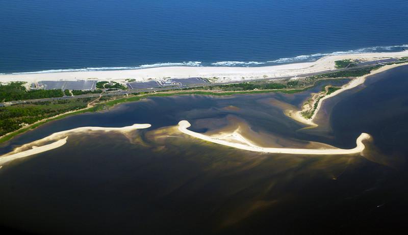 Pretty shoals alongside of Sandy Hook
