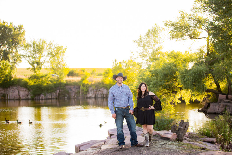 025 engagement photographer couple love sioux falls sd photography.jpg