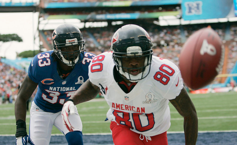 . Chicago Bears corner back Charles Tillman (33) (L) of the NFC follows Houston Texans wide receiver Andre Johnson (80) of the AFC after he missed a pass during the first quarter the NFL Pro Bowl at Aloha Stadium in Honolulu, Hawaii January 27, 2013. REUTERS/Hugh Gentry