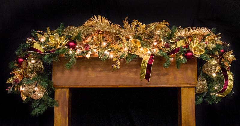 Live Tree-Santa-Mantel-008.jpg