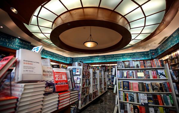 Hudson Booksellers, Jeppesen Terminal, West Side, Level 5