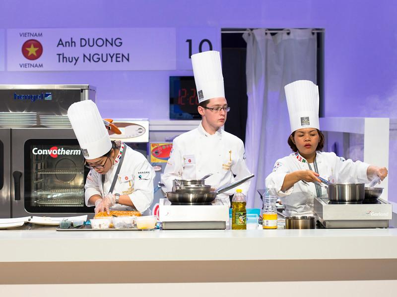 L'équipe du Vietnam composée de Anh DUONG et Thuy NGUYEN à l'oeuvre