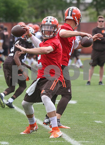 all-eyes-on-johnny-as-manziel-practices-with-browns