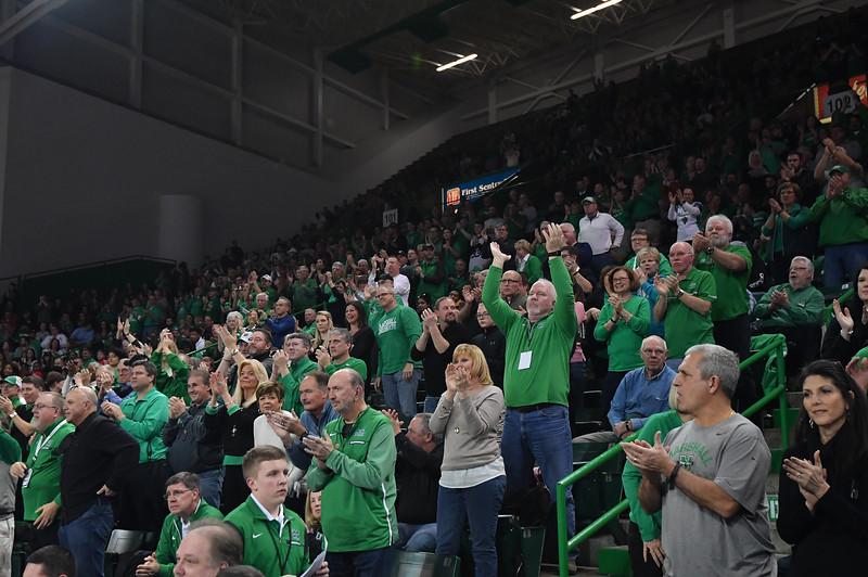 crowd0666.jpg