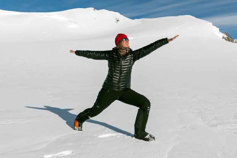 Climb Antarctica Women -1-11-18100517.jpg