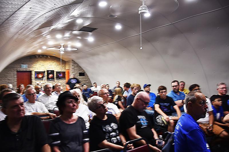 05  Audience-blurry.jpg