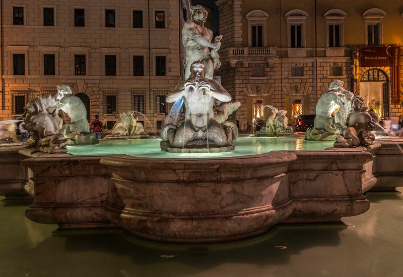 Rome_Neptune Fountain-3.jpg