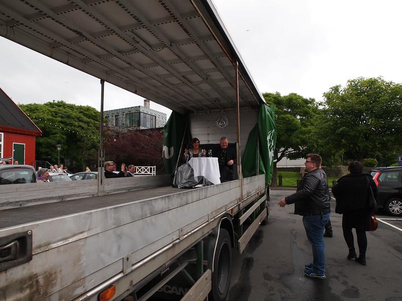 Sølvbryllup på ladet af en lastbil. Foto- Martin Bager-7181666.jpg