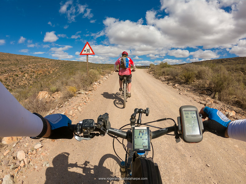 And up we went! We all knew that Day 3 would be the toughest of the lot but the climbing and distance took its toll on battery life. In the end, 4 of the bikes (old 2016 models with 400wh batteries) ran out of power a couple of kilometres before we reached Anysberg camp.