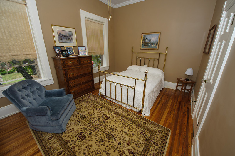 The guest bedroom, formerly known as the green room. Compare to this. Wow!